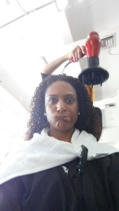 The correct way to diffuse your curls.